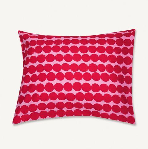 Cojín con estampado de puntos rojos de Marimekko
