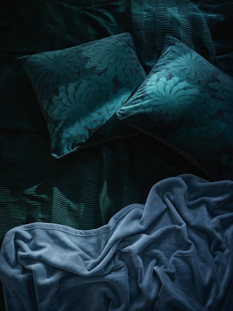 Cojín VINTER 2018 en color verde oscuro de IKEA