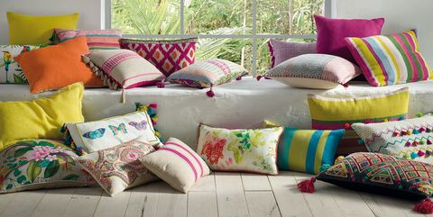 Cushion, Pillow, Throw pillow, Furniture, Room, Couch, Bedding, Interior design, Textile, Purple,