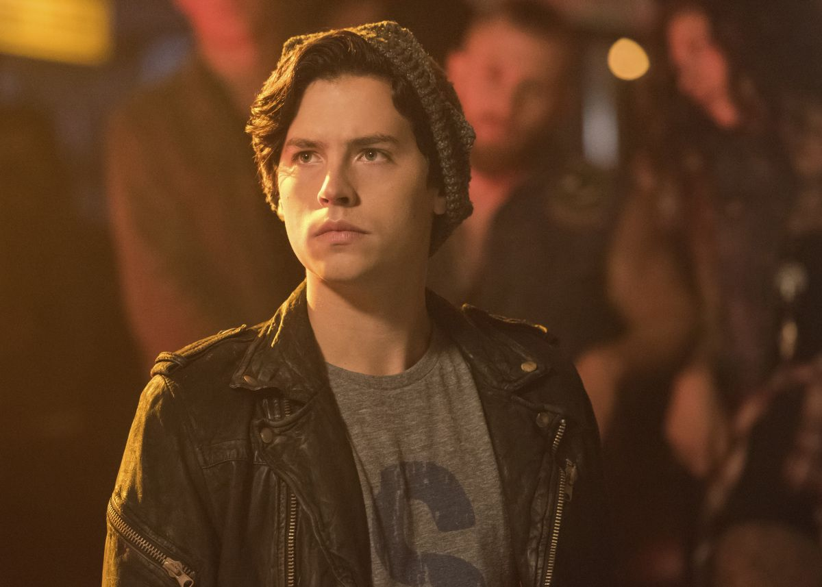 Jughead's Hat Has Secret Significance In his Reddit AMA , Cole Sprouse revealed that even the costumes on Riverdale have hidden meanings. Basically, in the early-20th century, factory workers who wanted to keep the brims of their hats (typically fedoras) out of their eyes flipped them inside-out and trimmed the brim off.