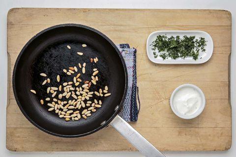 coliflor asada con piñones y tahini 3