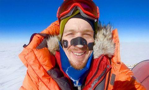 Snow, Mountaineering, Fun, Personal protective equipment, Recreation, Adventure, Mountain guide, Goggles, Winter, Headgear,