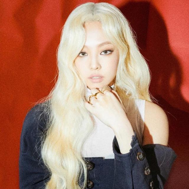 BLACKPINK 「女特務」造型回歸成全球熱話!結果 Jennie 的芭比娃娃金髮被抓包是假髮!