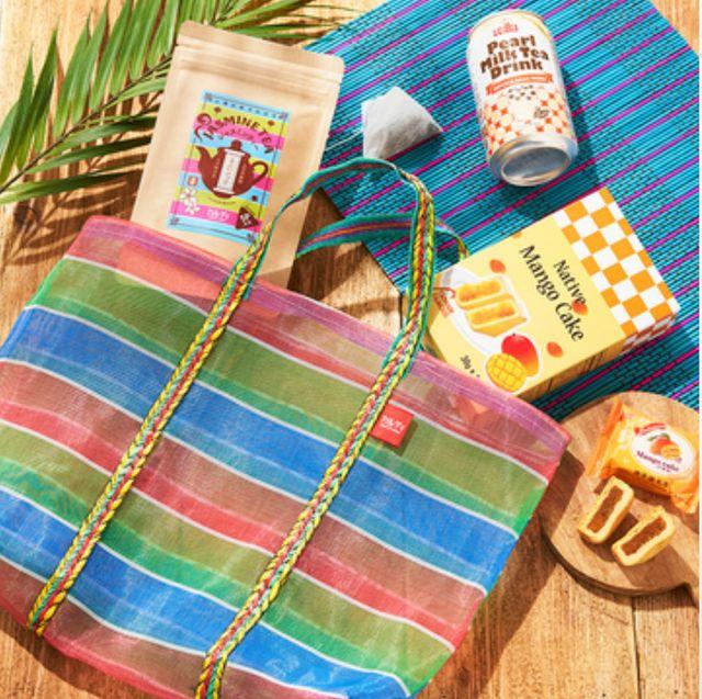 Plaid, Bag, Tote bag, Pattern, Design, Handbag, Textile, Picnic basket, Pattern, Fashion accessory,