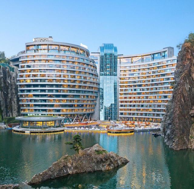 這座飯店同樣出自「杜拜帆船飯店」建築設計師馬丁約克曼(Martin Jochman)之手所打造!