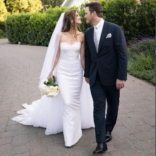 星爵克里斯&阿諾女兒披上Armani訂製婚紗完婚!推薦6款小眾設計師品牌婚紗