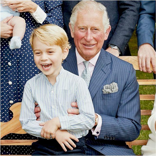 等了一輩子皇冠的查爾斯王子⋯ 關於他的風流韻事和暖父日常都在這70張照片裡了!