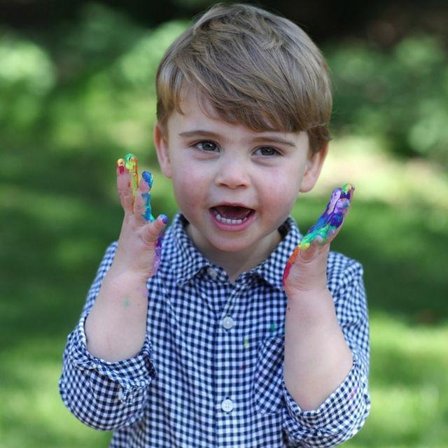 威廉凱特最寵小兒子!英國皇室「路易王子」可愛表情包特搜,軟萌不輸哥哥喬治王子