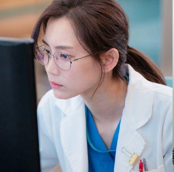 《機智醫生生活2》申鉉彬「成功戰勝上帝」,撞臉申敏兒35歲身材肌膚狀態絕讚