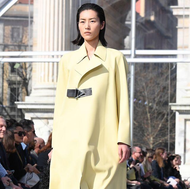 Clothing, Street fashion, Fashion, Overcoat, Fashion model, Coat, Outerwear, Neck, Human, Footwear,