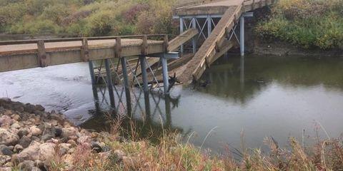 Water resources, Water, Bridge, Bank, River, Watercourse, Reservoir, Nonbuilding structure, Beam bridge, State park,