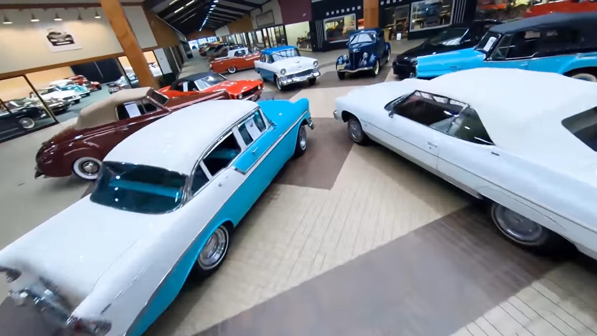 Il video del drone che sorvola una delle collezioni d'auto più belle al mondo