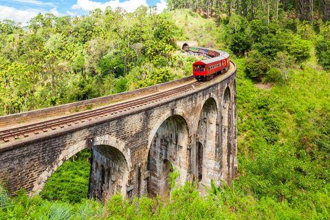 Bridge, Transport, Viaduct, Arch bridge, Vehicle, Mode of transport, Devil's bridge, Railway, Track, Train,