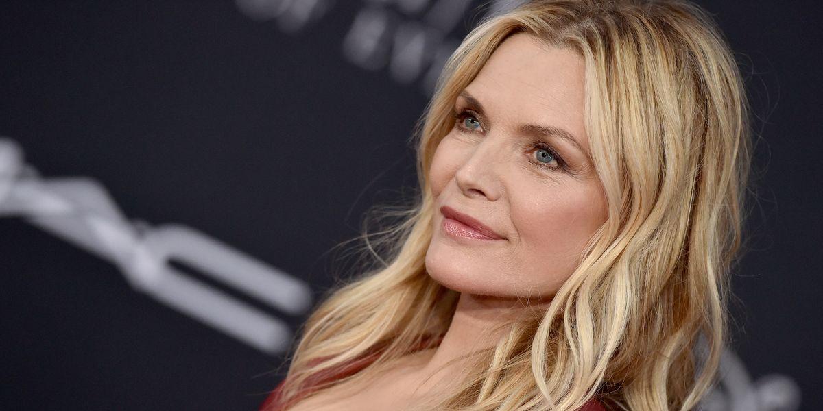Colore capelli Autunno 2020: Michelle Pfeiffer si fa rossa