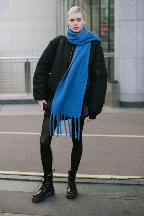 colore moda 2020 blu street style parigi