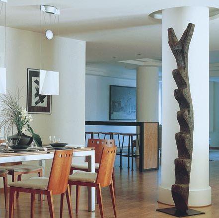 columna con cajeado en el techo