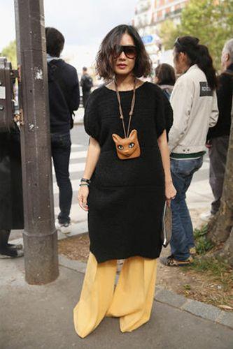 Hair, Leg, Trousers, Standing, Photograph, Jeans, Style, Bag, Denim, Street fashion,