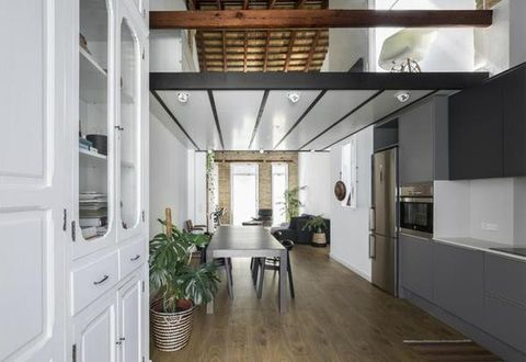 Wood, Floor, Interior design, Flowerpot, Property, Architecture, Room, Flooring, Ceiling, Real estate,