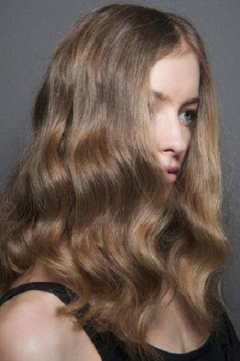 Hair, Blond, Hairstyle, Hair coloring, Chin, Brown hair, Long hair, Layered hair, Beauty, Caramel color,
