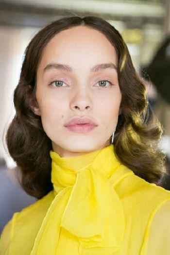 Hair, Face, Eyebrow, Yellow, Lip, Hairstyle, Chin, Beauty, Cheek, Fashion,