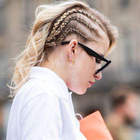 trecce di lato capelli lunghi