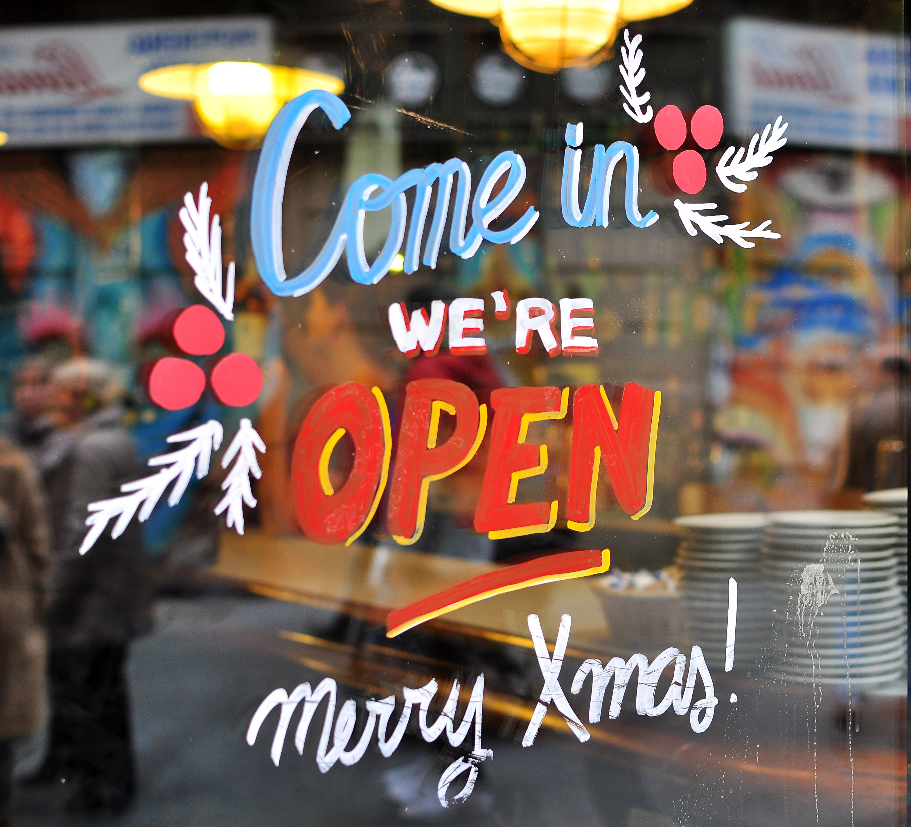 Stores Open On Christmas Eve 2020 For Last Minute Gifts Christmas Eve Holiday Hours