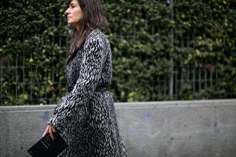 Sleeve, Shoulder, Dress, Style, Street fashion, One-piece garment, Pattern, Fashion model, Day dress, Bag,