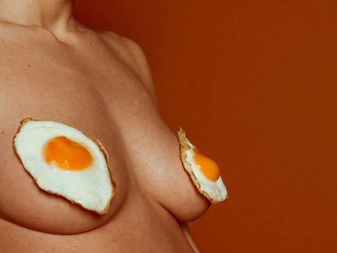 Come postare foto di nudi sui social usando il cibo