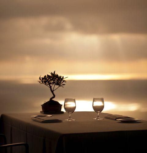 飯店除了提供旅人休憩空間,其中的休閒設施與餐飲,更是定義其極致品味的關鍵。對食與住皆相當講究的你,不妨跟著米其林星星走,來到香港、馬爾地夫、義大利等歐洲國家,前進同時擁有精緻美食和完美旅宿的天堂!