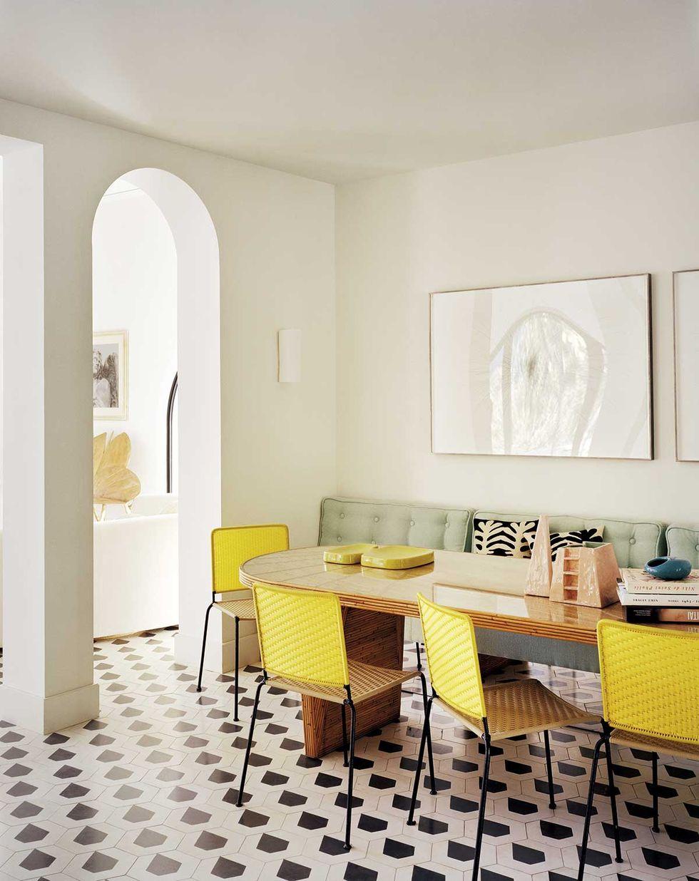 黄色餐椅餐厅