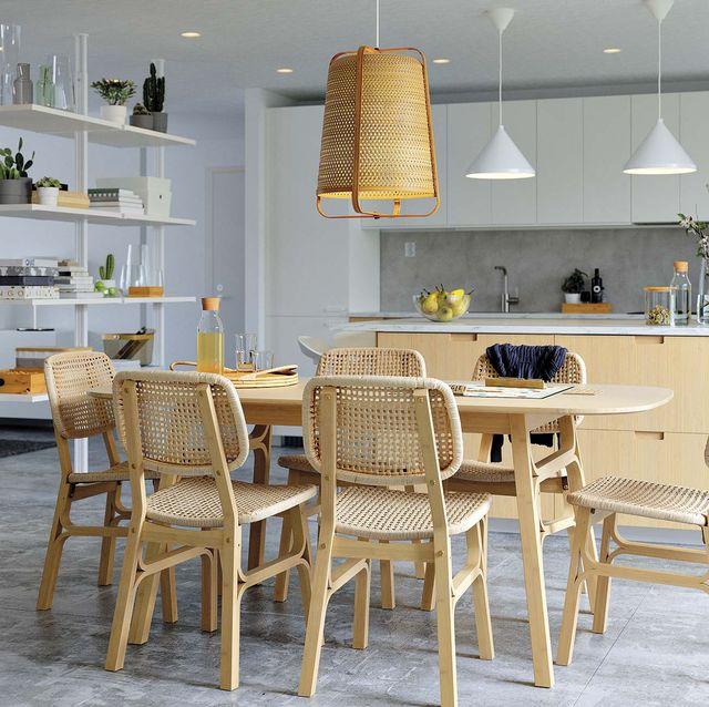 comedor de madera voxlöv con sillas de fibra