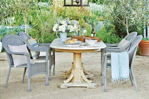 Porches y jardines: Comedor exterior