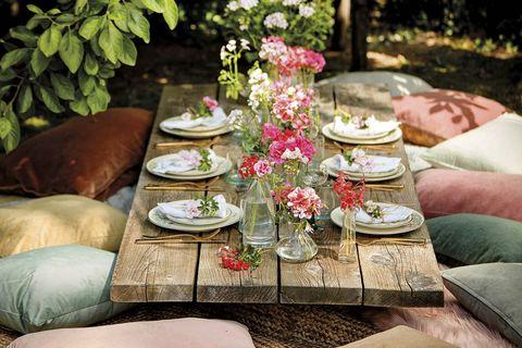 comedor chill out en el jardín