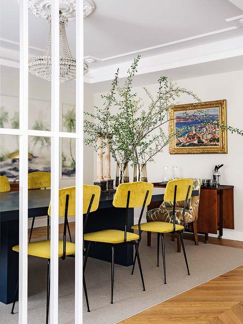 piso familiar decorado con muebles joya   comedor con mueble bar y cuadro