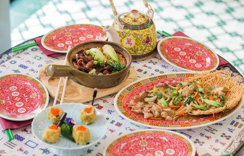 comida india en el restaurante benares