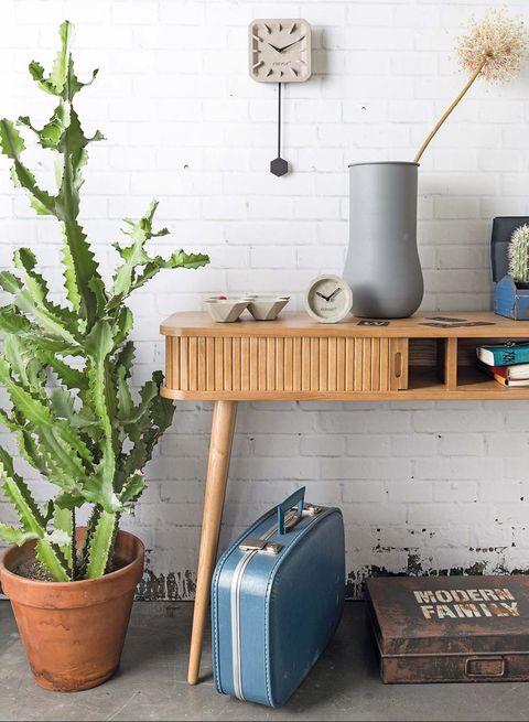 cómoda de madera estilo mid century