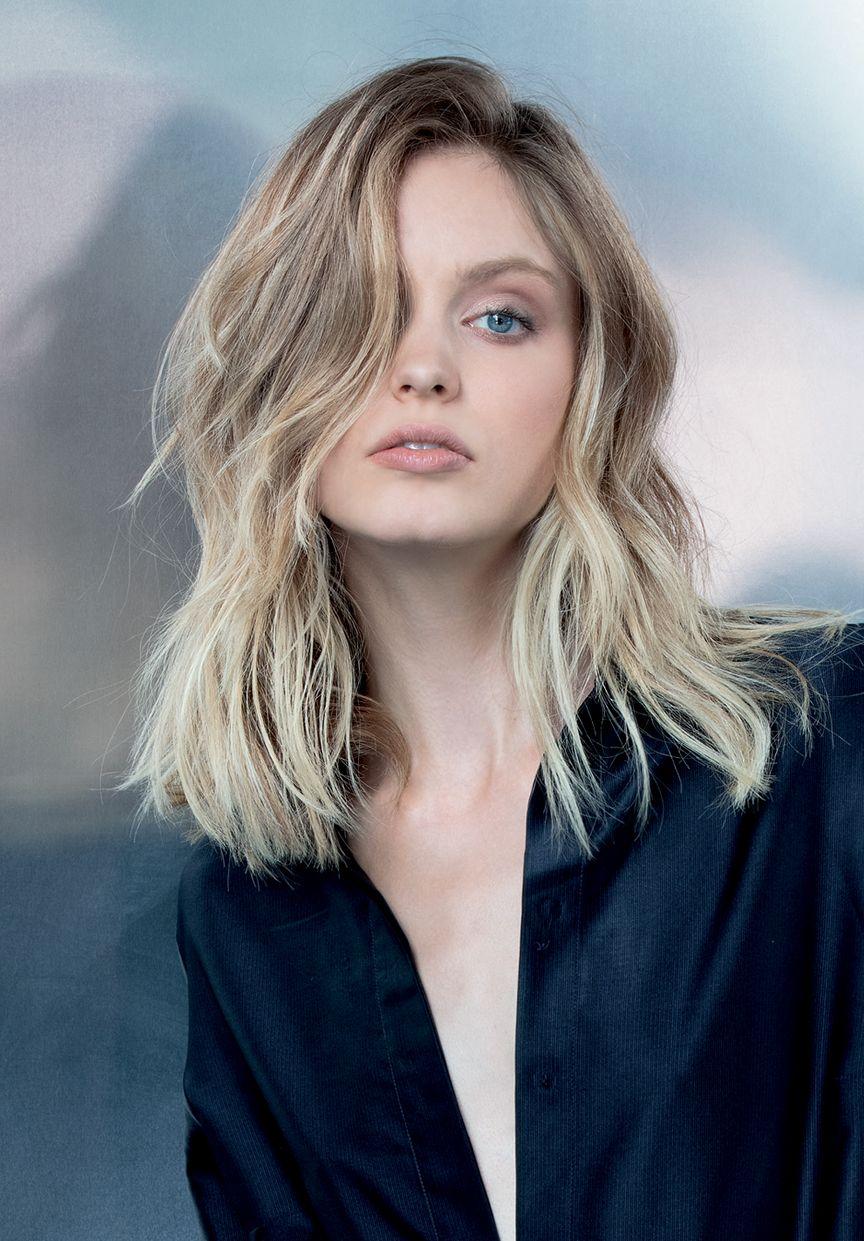 Foto capelli castani con colpi di sole biondi