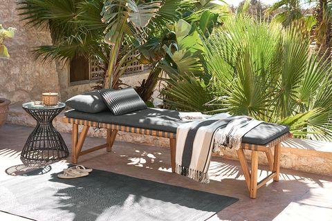 tumbona o daybed para interior y exterior, de maisons du monde