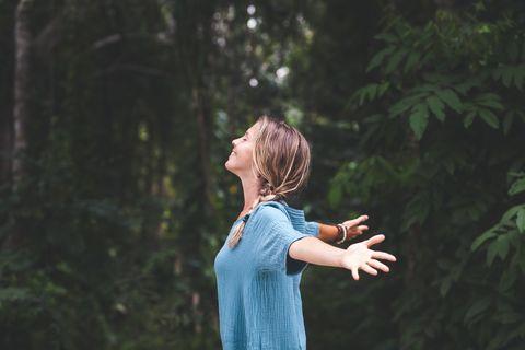 「冥想」能減緩焦慮、幫助改善睡眠?冥想5大好處初學10分鐘冥想練習