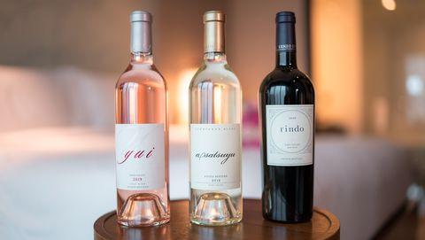 コンラッド東京の宿泊プラン「ブリスフル・ワイン・セレブレーション」は「ケンゾー エステイト」のワイン付き