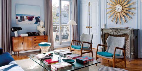 Salón de un piso en París azul