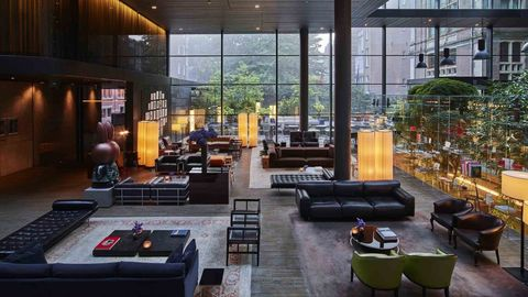 Lobby van het Conservatorium Hotel in Amsterdam