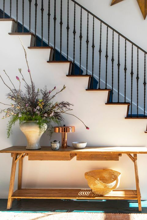 19 Console Table Decorating Ideas For Every Room In The House - Things To Put On Entryway Table