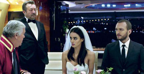 nilüfer, vestida de novia y cara desencajada, se casa con fatih
