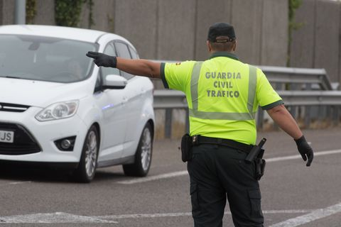 the civil guard controls the traffic between a mariña and asturias through the a 8 as it asses through ribadeo