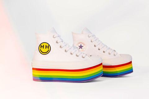 121bcbeaf Miley Cyrus diseña la Converse Pride Collection para apoyar el ...