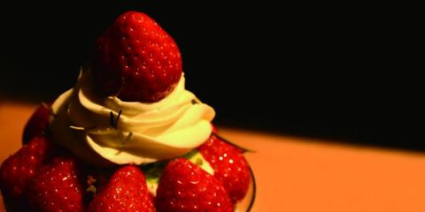 Food, Strawberry, Strawberries, Cuisine, Sweetness, Dish, Cream, Frozen dessert, Frozen yogurt, Whipped cream,