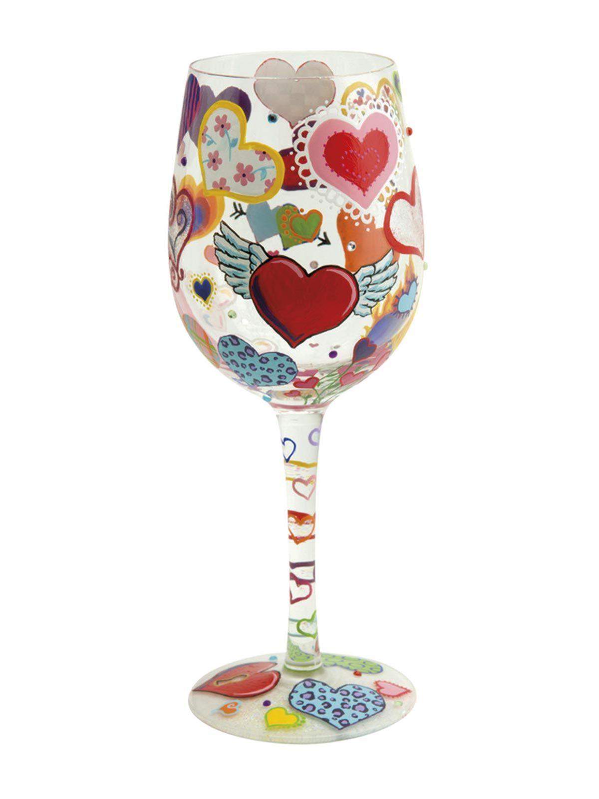 Copa de vino decorada con corazones