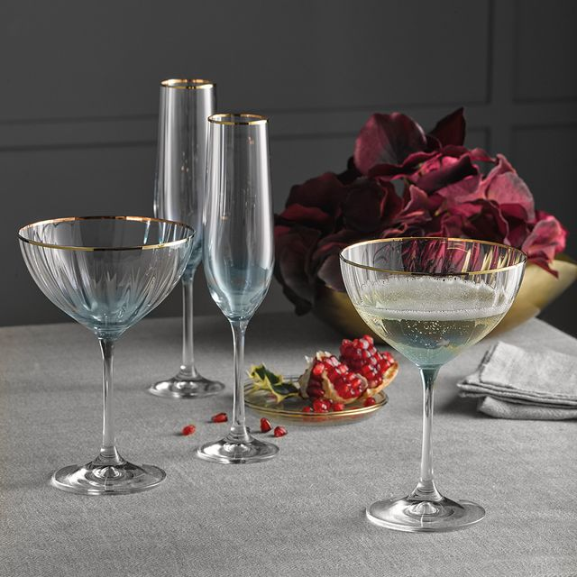 Stemware, Wine glass, Glass, Champagne stemware, Drinkware, Tableware, Drink, Table, Still life photography, Snifter,