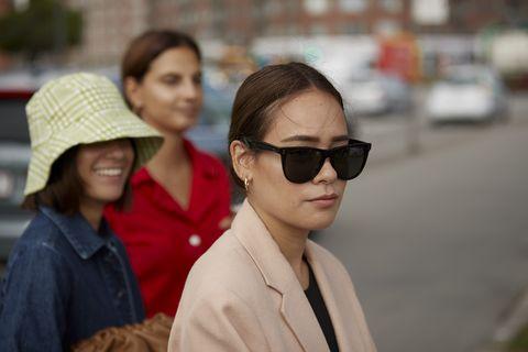 Eyewear, People, Sunglasses, Red, Glasses, Cool, Fashion, Street fashion, Snapshot, Human,